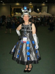 Loncon - lady r2d2-small